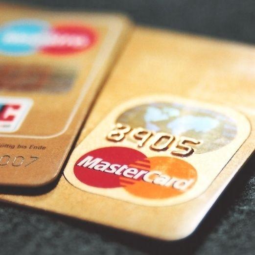 Kartengebühren unter Druck.
